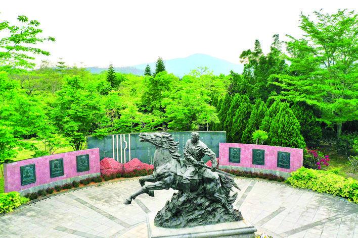 叶挺将军纪念园叶挺雕像。