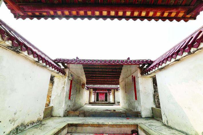 刘氏宗祠是典型的五进制客家围屋建筑,拥有近400年历史。